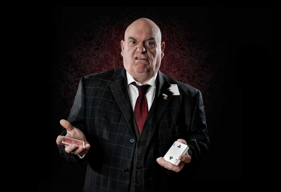 https://flashentertainments.co.uk/wp-content/uploads/2019/12/Magicians-1002-982x672.jpg